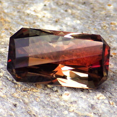 RED-PINK-GREEN SCHILLER OREGON SUNSTONE 7.09Ct FLAWLESS-INVESTMENT GRADE!