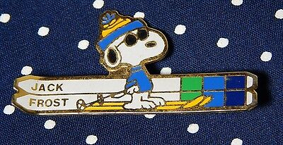 Snoopy Skiing Pin Jack Frost Schultz 1971 United Feature Syndicate Inc Peanuts