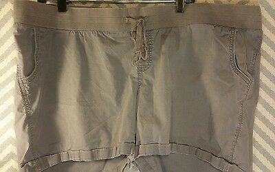 Old Navy Maternity Stretch Shorts. Low Rise. Size Plus XXL Green