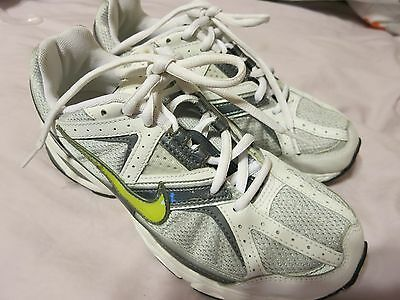 Womens Nike Air Gray White Running Athletic Shoes Sneakers Size 8