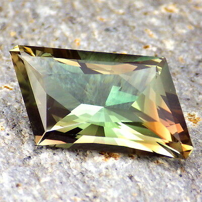 GREEN DICHROIC OREGON SUNSTONE 7.05Ct FLAWLESS-ONE OF THE BEST PIECES-INVESTMENT