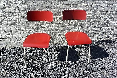 Authentique chaises rouge vintage