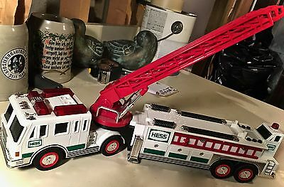 SHIPPING CUT! Mint Condition Hess Vintage-y Toy Hook & Ladder Firetruck