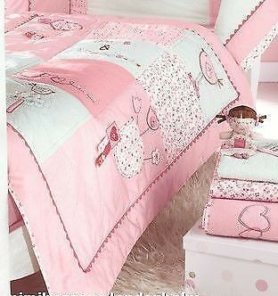 Hugs and kisses cot/cot bed quilt BNWT