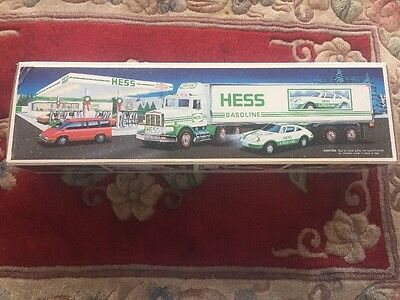 Hess 1992 18 Wheeler And Racer Lights Sirens New In Box Mint
