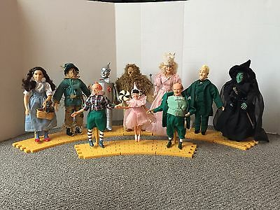 Wizard of Oz - Presents - 1987 Turner Doll Set of 10 with Road Pieces