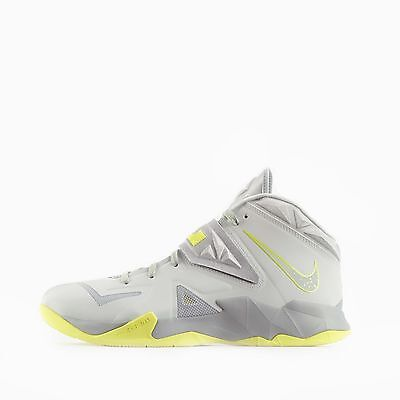 Nike Zoom Soldier VII Men's Basketball Shoe's in Pure Platinum