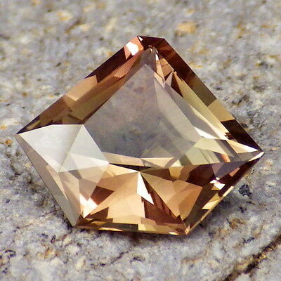 PASTEL GREEN-PINK-GOLD SCHILLER OREGON SUNSTONE 3.77Ct FLAWLESS-FOR UNIQUE JEWEL