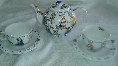 """Vintage Cardew's """"BEACH BEARS"""" Teapot and Two Cups/Saucers"""