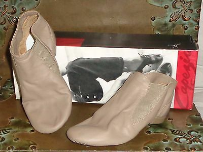 Capezio Jazz Tan Dance Shoes Split Toe CG05 Size 4 Fits 2 Child NEW