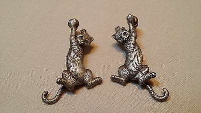 JJ Pewter Cat Pierced Earrings/Climbing Cat w. Swinging Tail