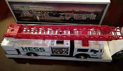 Vintage 1989 HESS TOY FIRE TRUCK Bank with Dual Sound Sire new in box
