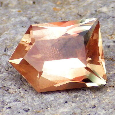 PEACHY-PINK-GREEN SCHILLER OREGON SUNSTONE 3.32Ct CLARITY SI2-TOP COLLECTOR GDE!