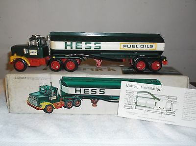 1977-78 Hess Toy Tanker Truck BLACK switch Rare-Battery Card-Inserts
