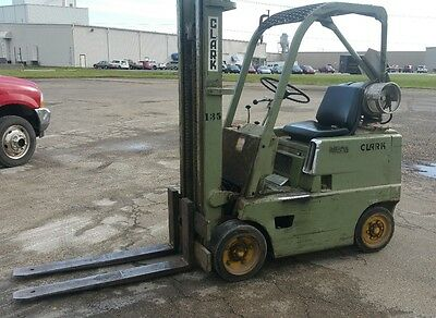"""4k Clark Forklift """"SHIPPING AVAILABLE """" 4,000 pound lift"""