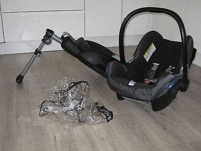 Maxi Cosi Cabriofix car seat with raincover and EasyBase 2