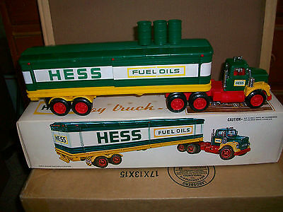 1975 Hess Gas Toy Box Truck With Box/ Inserts Working Lights(Used)