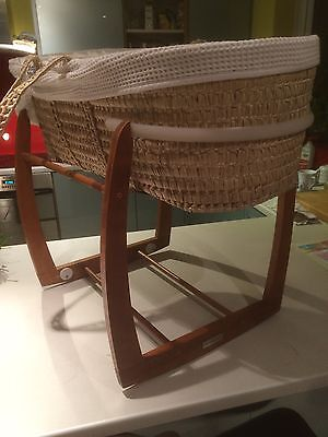 Babys Wicker Cradle/moses Basket With Rocking Stand And Mattress