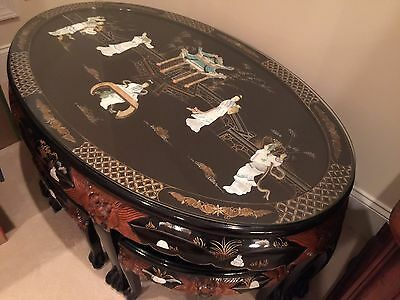 Black Lacquered Chinese Coffee Table Inlaid With Mother Of Pearl And 6 Stools