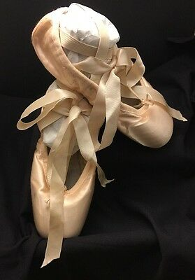 Bloch Girls Size 2 Serenade Ballet Pointe Shoes All Leather Sole Color Pink