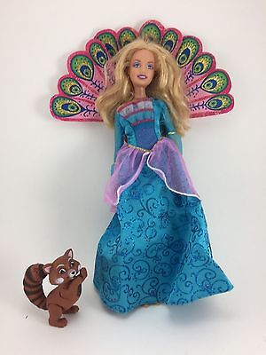 MATTEL BARBIE AS THE iSLAND PRINCESS W/PEACOCK FEATHERS ROSELLA PET RACOON 2007