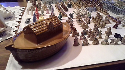Lot of 568 Wade England Figurines + Ark & Petshop Display Stands