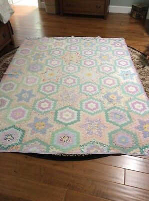 BEAUTIFUL Vintage 30's Flower Garden Antique Quilt ~NICE VINTAGE FABRICS!
