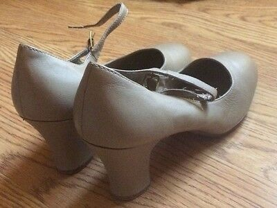 """Capezio Character Shoes in Nude 2"""" Heels Size 8M"""