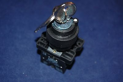 1PC FITS XB2 EG33 22MM  3 Positions Maintained Key Select Selector Switch 2NO