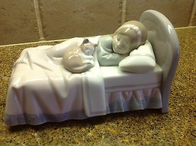 Lladro Figurine #6540 Cozy Companions, Little Girl And Cat In Bed