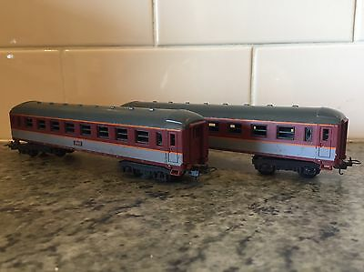 2x Lima Passenger Carriages Model Train