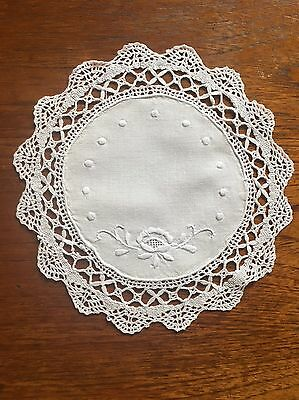 Beautiful Vintage Embroidery White Cotton Centrepiece Duchess/Doily Crochet Edge