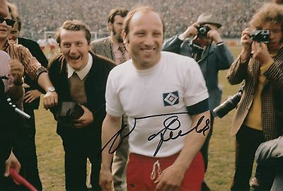 Uwe Seeler Hand Signed Hamburger SV, Germany 12x8 Photo 4.