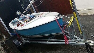 Dinghy Sailing Gull Spirit with road trailer