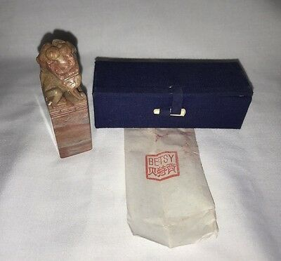 "Vintage Chinese Carved Shoushan Stone Foo Lion Red Ink Stamp Seal W/ Box ""betsy"""
