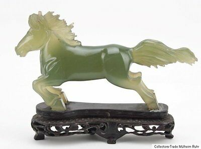 China 20. Jh. Pferd A chinese carved hardstone figure of a horse scultura cinese