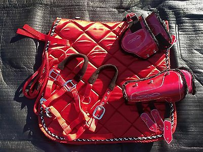 Red  & black saddle pad set with 4 boots browband  FREE halter + lead Full size