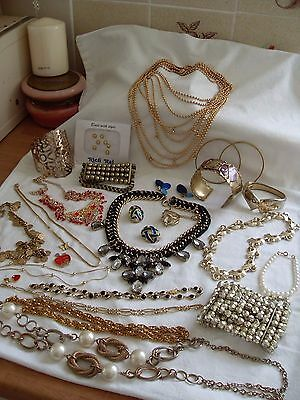 JOB LOT OF GOLD PLATED/GOLD TONE COSTUME JEWELLERY, SOME VINTAGE ITEMS, 866g