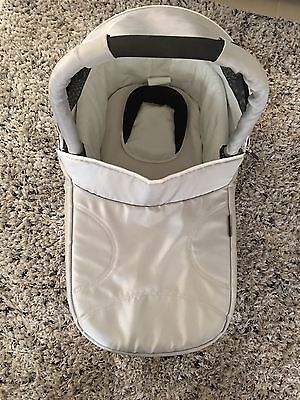 'Steelcraft Strider Compact' Bassinet Like new Excellent Condition