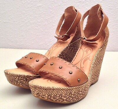 Pre-Owned Women's Born Wedge Sandals Size 8 M
