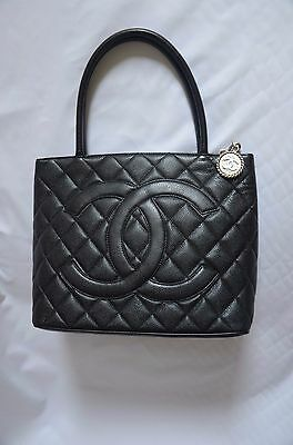 bcdbd10fb0ed CHANEL Vintage Black, Quilted Caviar Leather &