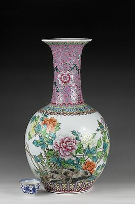 20th century,A beautiful 'famille rose' Chinese porcelain vase