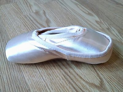 Bloch Synergy brand new Pointe Shoes, size 3YY