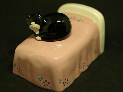 Vint Ceramic Kitty Cat on Bed Figurine-506D