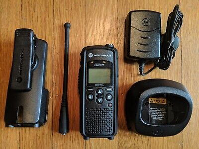 Motorola DTR550 Digital 900MHz Two Way Radio
