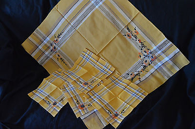 """Vintage Plaid Tablecloth 31"""" X 36"""" & 4 Napkins w Embroidered Flowers"""