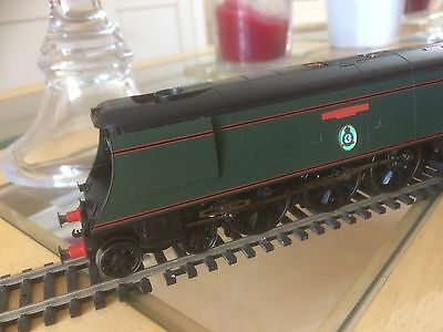 """HORNBY OO GAUGE R2316 BR 4-6-2 BATTLE OF BRITAIN CLASS """"73 SQUADRON"""" LOCO New"""