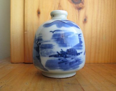 Vintage OLD CHINESE Blue & white medicine SNUFF BOTTLE Qing Dynasty Signed