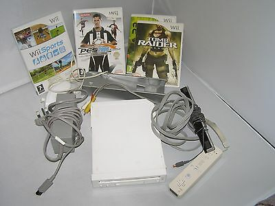 nintendo wii console with four games 1 controller and non chuck bundle