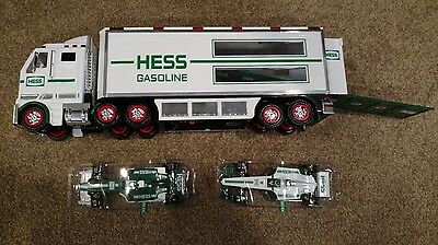2003 Hess Toy Truck With 2 Race Cars Gree/White